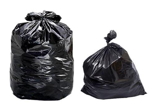 Έτοιμες γεμάτες σακούλες σκουπιδιών